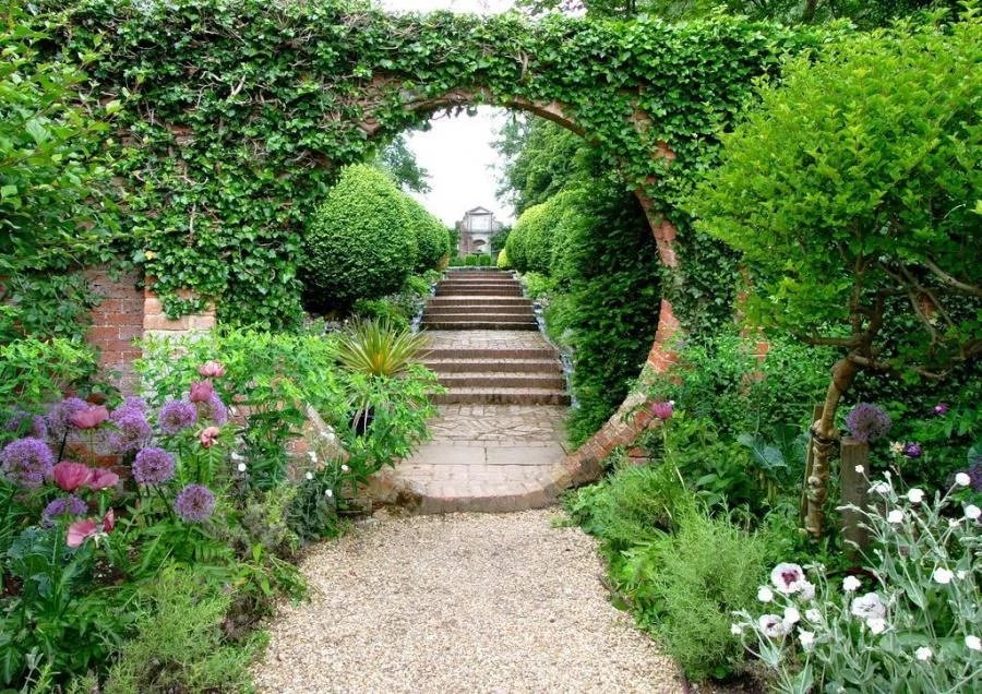 116 Как обустроить вход в сад?
